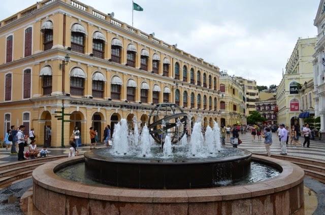マカオ セナド広場から聖ポール天主堂跡 Senado square to Ruins of theSt.Paul's,Macau