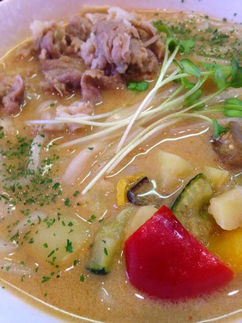 【山笠うどん】新メニュー タイスープカレーうどん 美味しいです