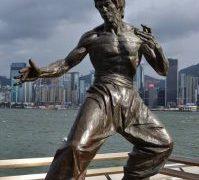 【アベニュー・オブ・スターズ】ブルース・リーの銅像 香港の人気観光スポット