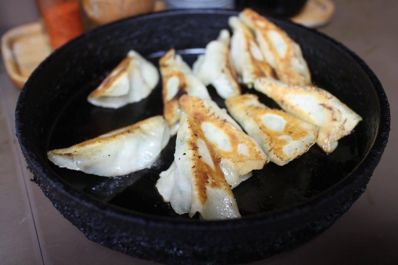 【餃子のいづみ】北九州を代表する美味しい鉄なべ餃子の名店(北九州市八幡西区)