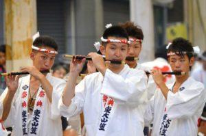 戸畑祇園東大山笠の囃子方による笛の演奏披露