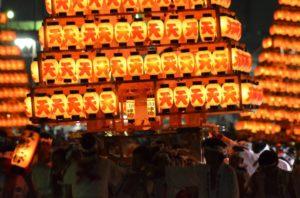 戸畑祇園大山笠競演会の提灯山笠運行での天籟寺大山笠