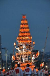戸畑祇園大山笠競演会での西大山笠の提灯山笠への姿替え